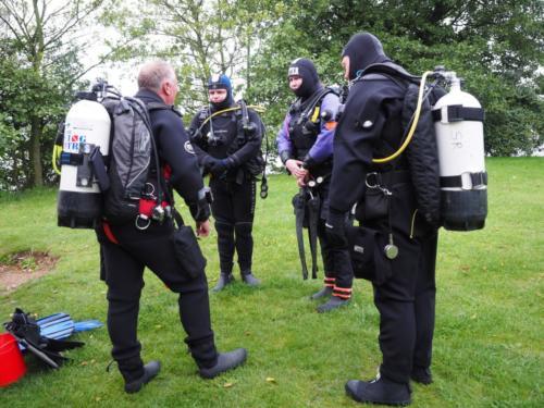 Briefing ocean divers before a glorious dip in Ellerton!